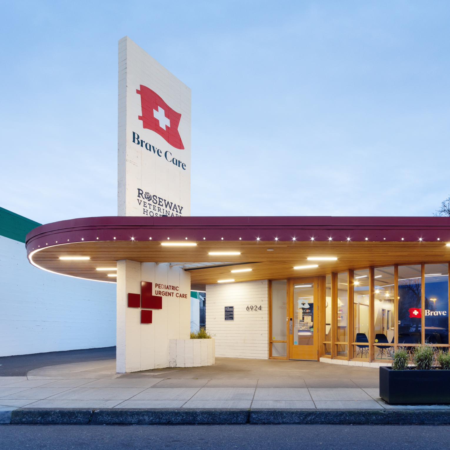 Image of the exterior of our Clinic on NE Sandy Boulevard